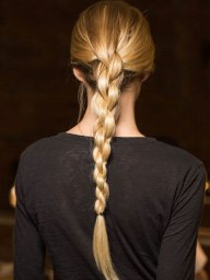 braided-ponytail-catwalk